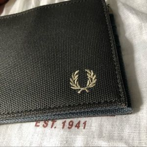 Free Perry Wallet (Black)